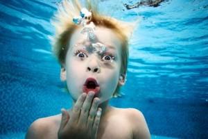 Mergulhos na piscina ou no mar aumentam risco